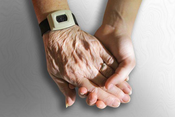 Por que a metodologia dos cursos de aplicativos para idosos da Broder Online faz tanto sentido?