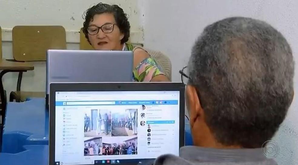 Como dever ser a postura de um bom professor de tecnologias para idosos?